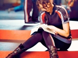 Jennifer Lawrence Reads on the Set of The Hunger Games